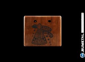 KIT0064 NI – Kit Churrasco com Garfo Tridente e Madeira Personalizada com Logo Nossa Senhora
