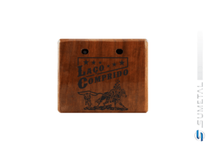 KIT0078 NI – Kit Churrasco com Garfo Tridente e Madeira Personalizada com Logo Laço Comprido